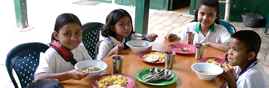 Wir unterstützen über 120 Kinder mit Nahrung...